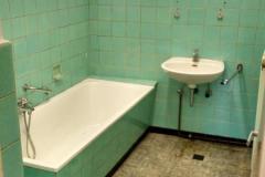 Das alte Badezimmer im Erdgeschoss des Jugendbüros
